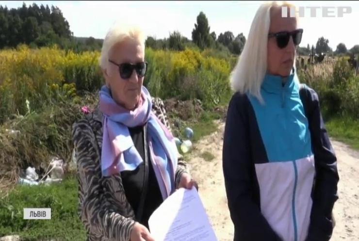 У Львові влаштували цвинтар на приватизованій землі
