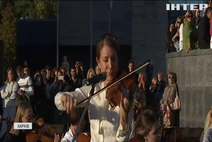 Трьохсотрічна скрипка Страдіварі зазвучала біля харківського метро