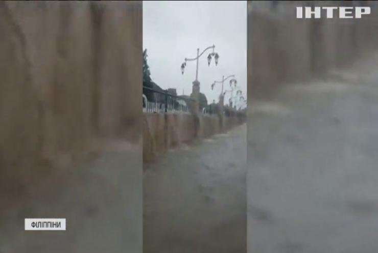 """Філіппіни атакують тайфуни """"Джоліна"""" та """"Кіко"""""""