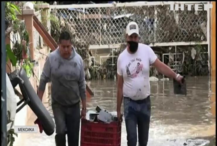 """Ураган """"Олаф"""" дістався Мексики"""