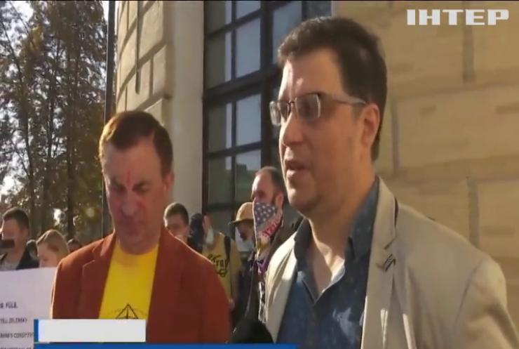 Журналісти закритих в Україні телеканалів страйкували у Мистецькому арсеналі