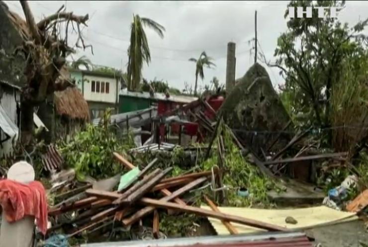 """На Філіппіни обрушився потужний ураган """"Чанту"""""""