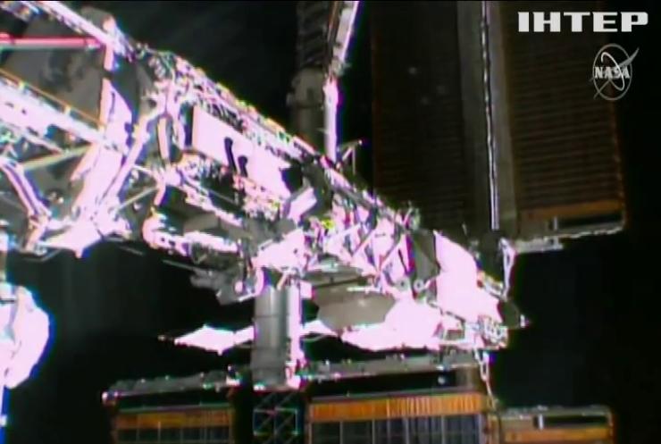 Астронавти провели сім годин у відкритому космосі задля наукових експериментів