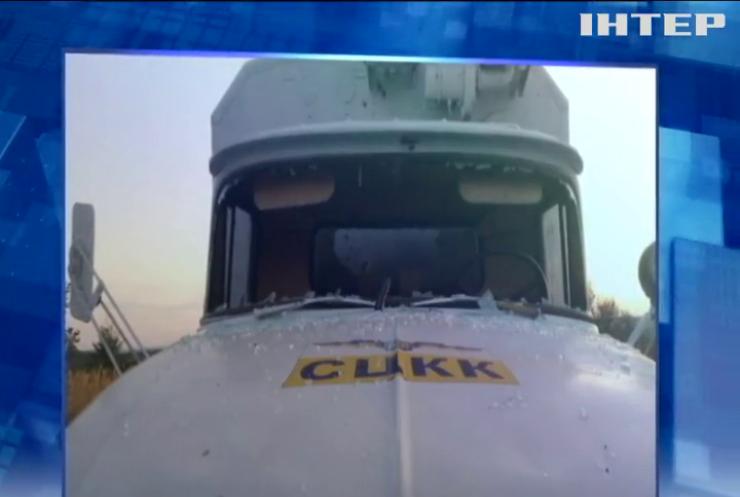 Вантажівка центру координації та контролю потрапила під обстріл на сході