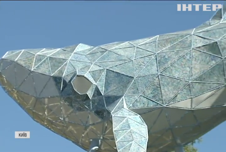 У Києві з'явилася скульптура із переробленого пластику