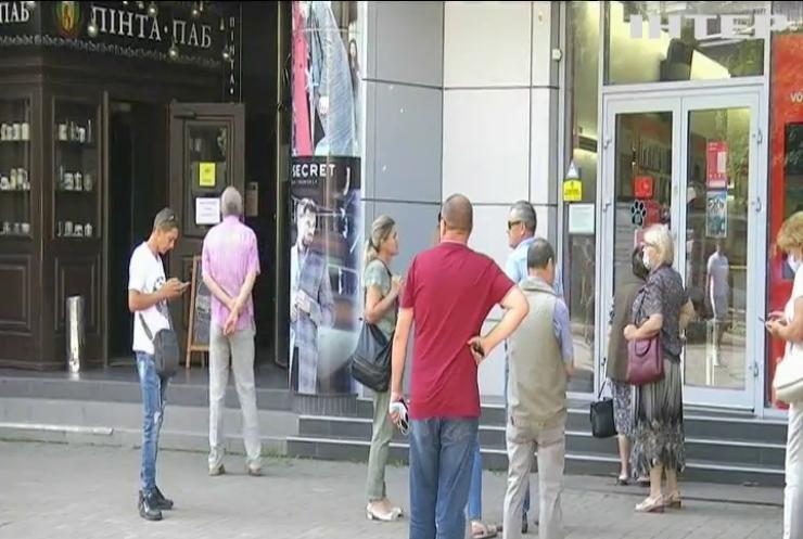 COVID-19 в Україні: за добу інфікувались майже шість тисяч людей