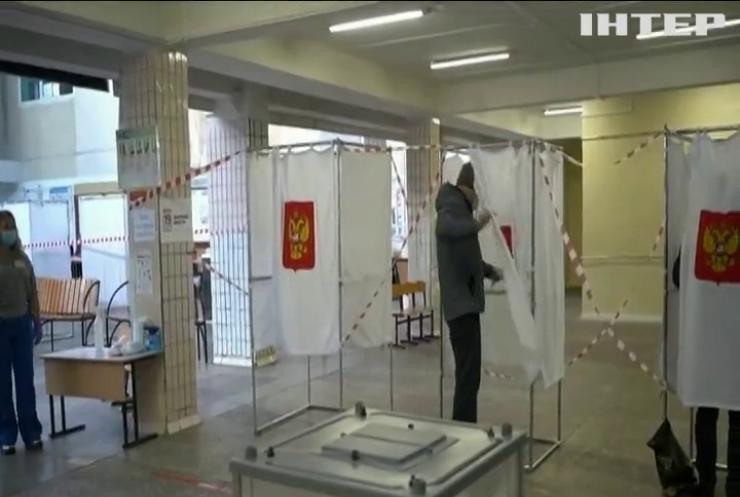 Українців з окупованого Донбасу збираються звозити на вибори у Росію