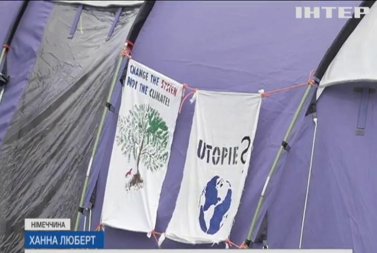 У Берліні шестеро молодиків оголосили голодний протест