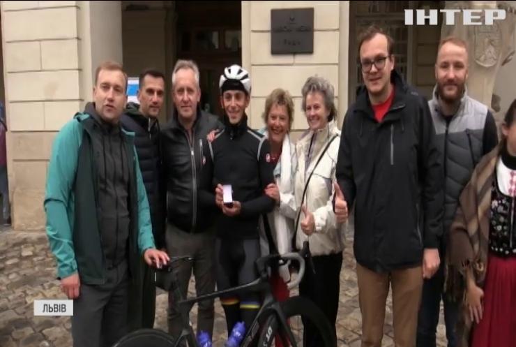 Велосипедна мандрівка: відчайдух подолав відстань від Бельгії до України