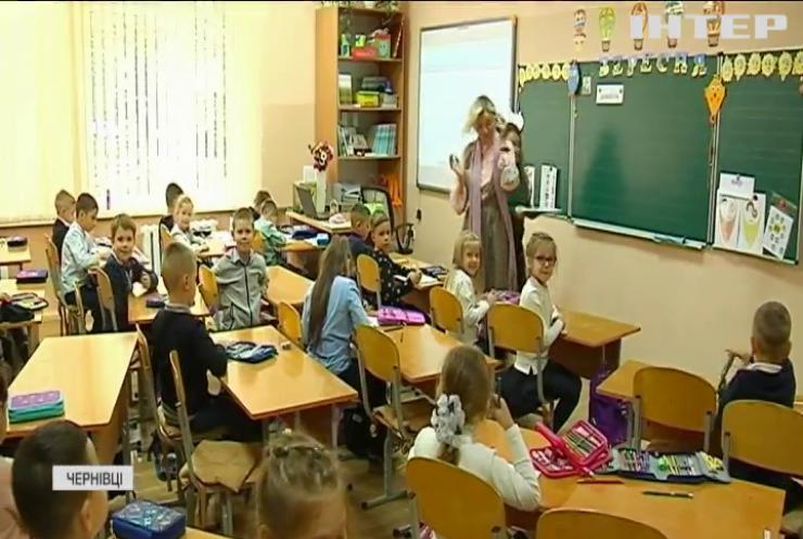 """Освітяни поспішають імунізуватися адже Україна переходить до """"жовтої"""" карантинної зони"""