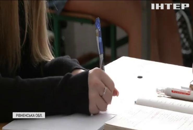 Освітяни Рівненщини активно вакцинуються, щоб школи не закрили на карантин