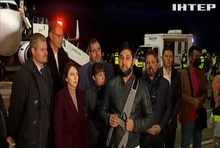 """В аеропорту """"Бориспіль"""" приземлився літак з евакуйованими із Кабула українцями"""