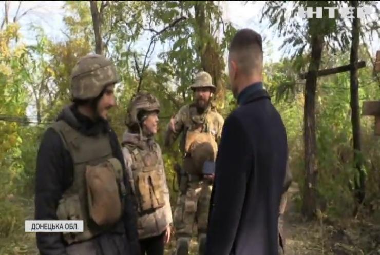 Війна на Донбасі: робітники культури відвідали військових на передовій
