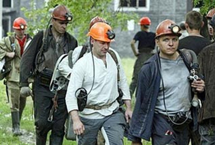 В Енакиево подняли на поверхность уже 23 шахтера, еще 13 надеются спасти (22:18)