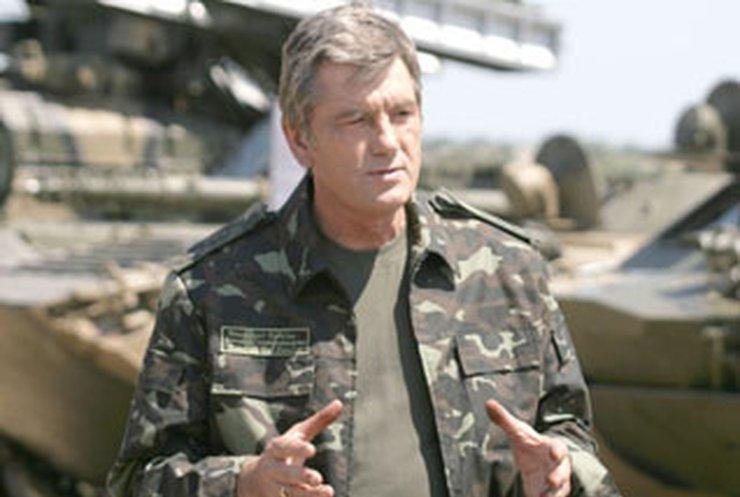 Ющенко: Кабмин срывает переход армии на контракт