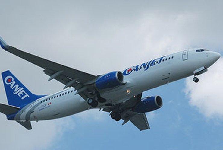 Захвативший самолет ямаец сдался полиции