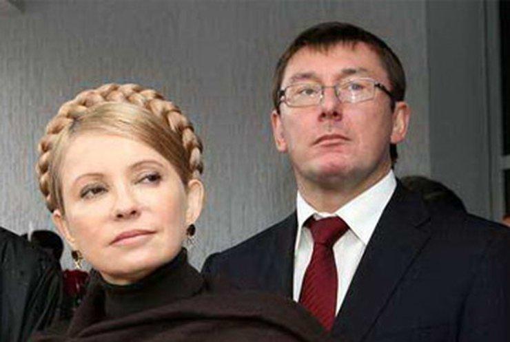Кабмин отстранил Луценко