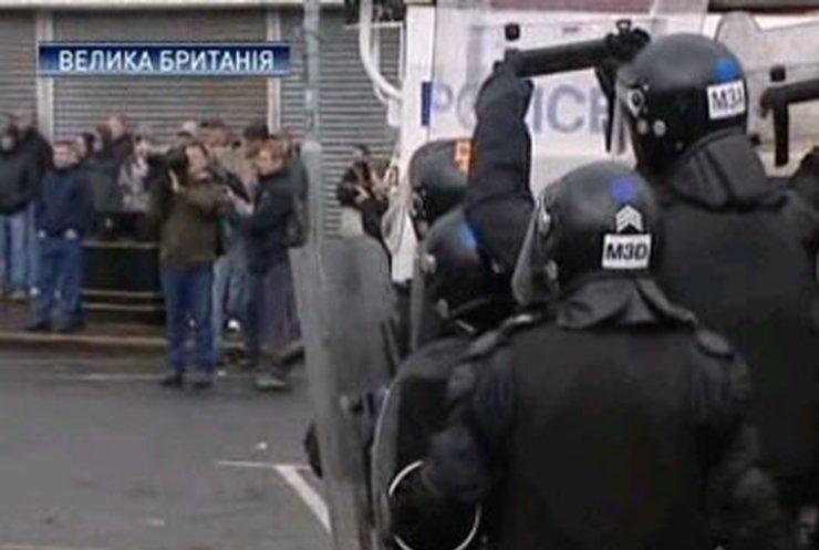 Северную Ирландию охватили беспорядки: Католики подрались с полицией