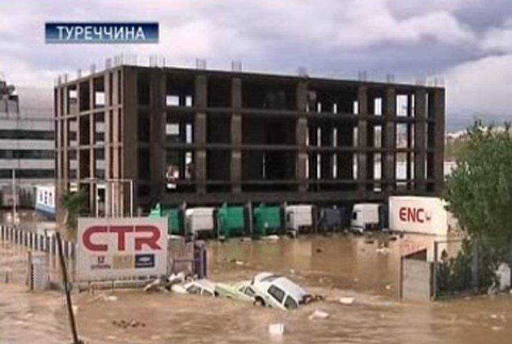 Жители Стамбула стали жертвами наводнения