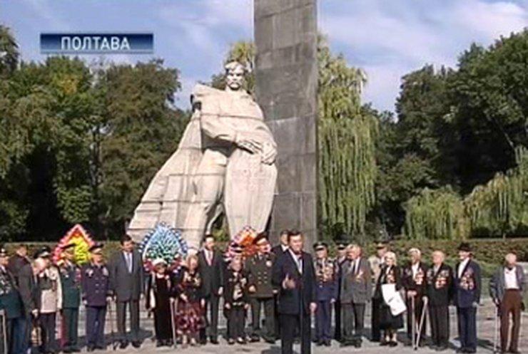 """Тимошенко и Янукович """"засветились"""" в Полтаве"""
