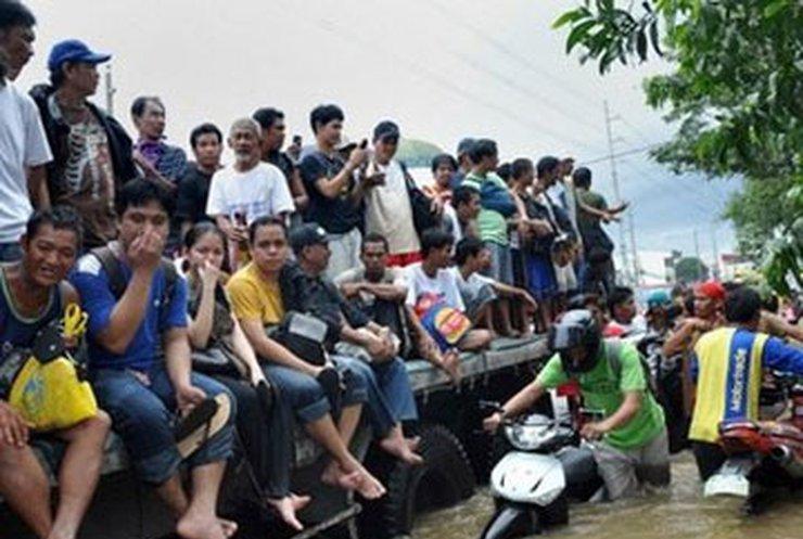 Число жертв тайфуна на Филиппинах достигло 240 человек