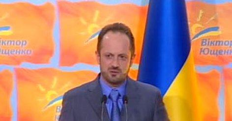 Так, предвыборный штаб виктора януковича, которого на выборах 2004 года поддерживал кремль