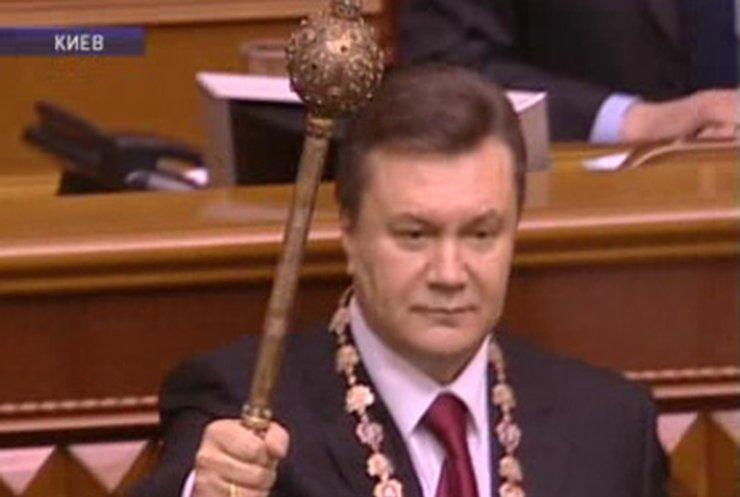 Четвертый президент Украины приступил к исполнению своих обязанностей