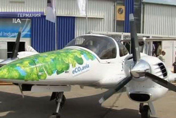 В небо над Берлином поднялся самолет, работающий на водорослях
