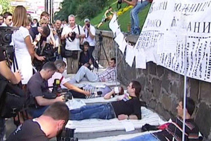 У Кабмина протестовали ВИЧ-пациенты клиники при Лавре
