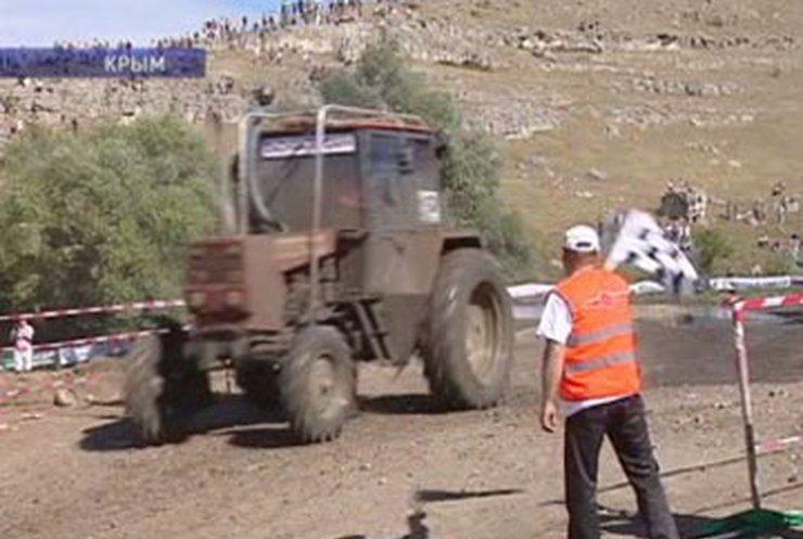 В Крыму устроили гонки на тракторах