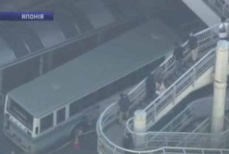 В Японии безработный ранил 13 пассажиров автобуса