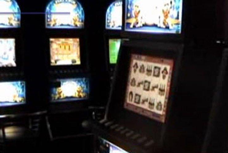 Ивано-франковские милиционеры разоблачили незаконный зал игральных автоматов