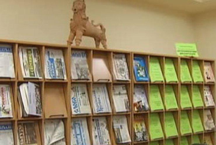 Библиотеку украинской литературы в Москве снова обыскала милиция