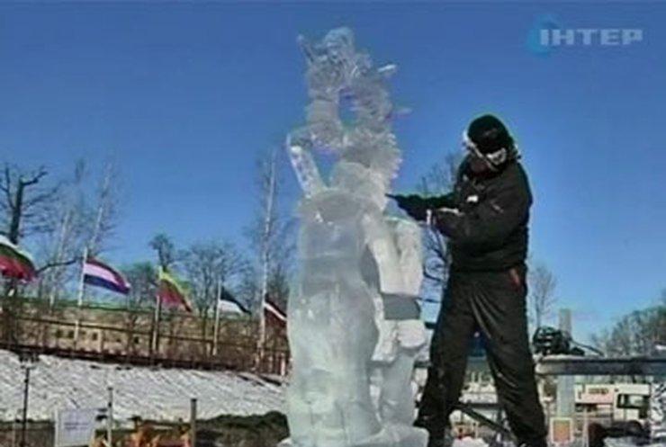 В латвийской Елгаве открылся фестиваль ледяных скульптур