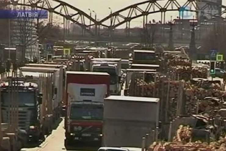 В Латвии бастуют водители грузовиков