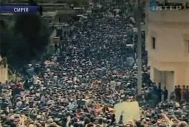 В Сирии военные пытаются остановить массовые антиправительственные выступления