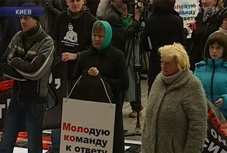 Под киевской горадминистрацией прошел митинг против Черновецкого
