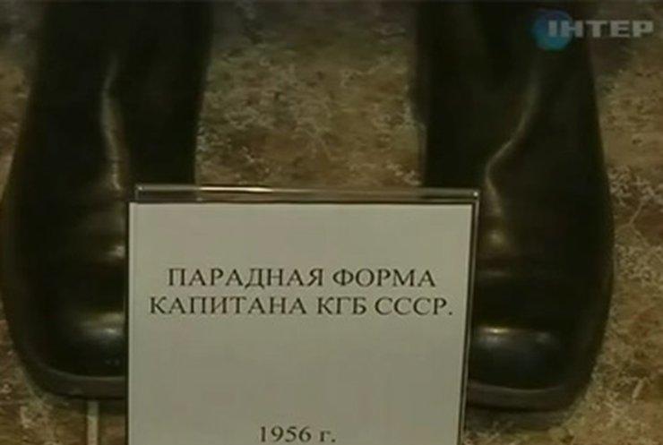 В Днепропетровске воспроизвели историю СССР в военной униформе