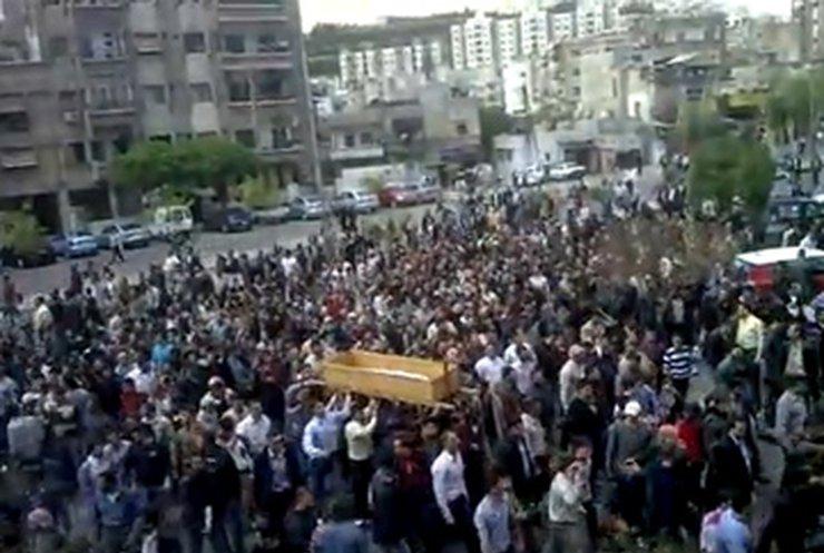 В Сирии похороны убитых демонстрантов переросли в акции протеста