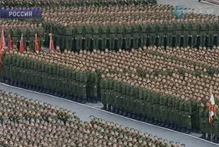По Красной площади в Москве отмаршировали сегодня 20 тысяч военных