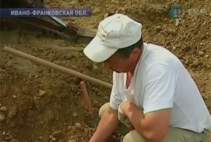 На Ивано-Франковщине обнаружили массовые захоронения жертв НКВД