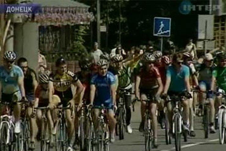 Сегодня украинские велосипедисты устроили велотуры родными городами
