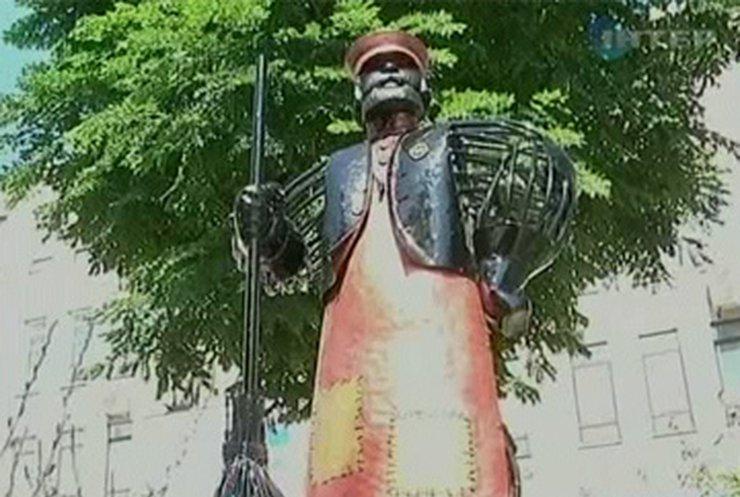 В Кировограде появился памятник дворнику