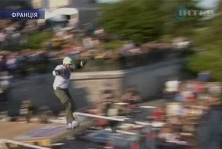 В Париже установлен рекорд по дальности прыжка на роликах