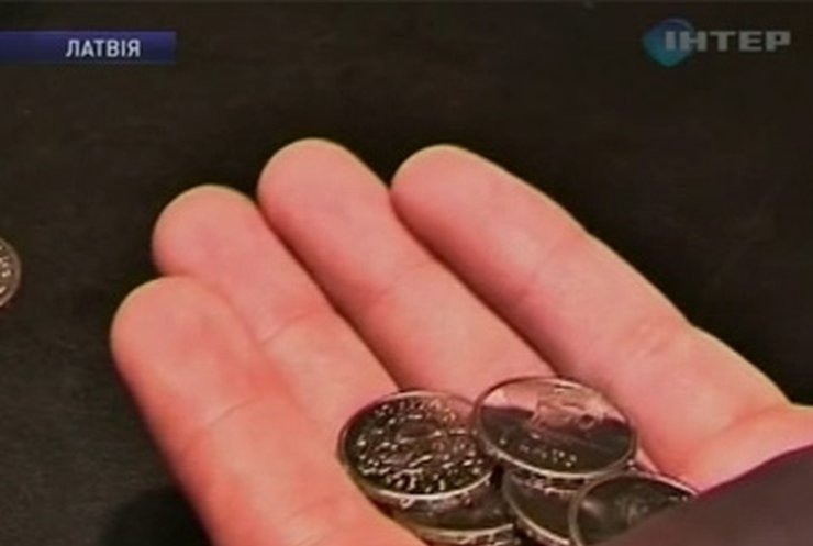 В Латвии спорят из-за пива и монет