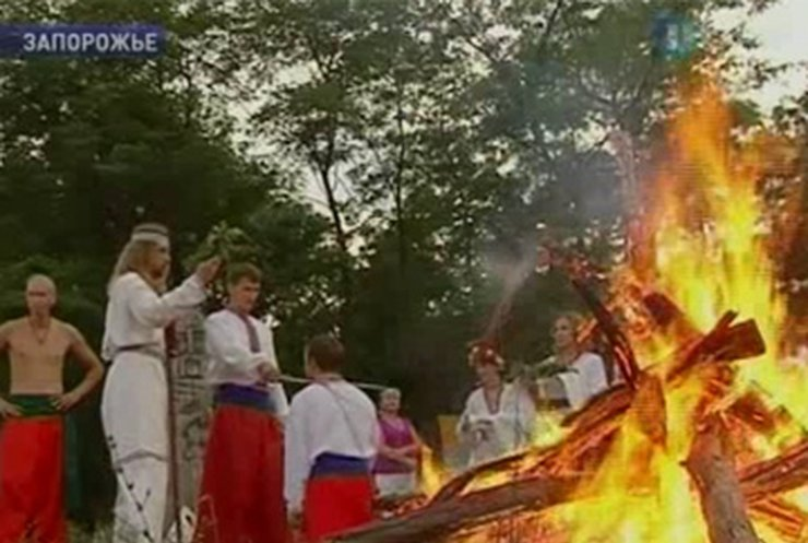На Хортице принесли дары богу грома у славян Перуну