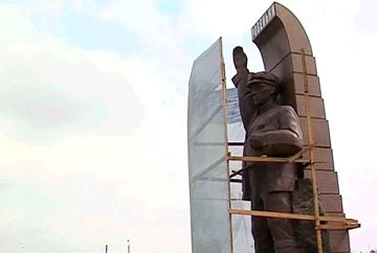 На Луганщине переиначат памятник шахтеру, открытый две недели назад