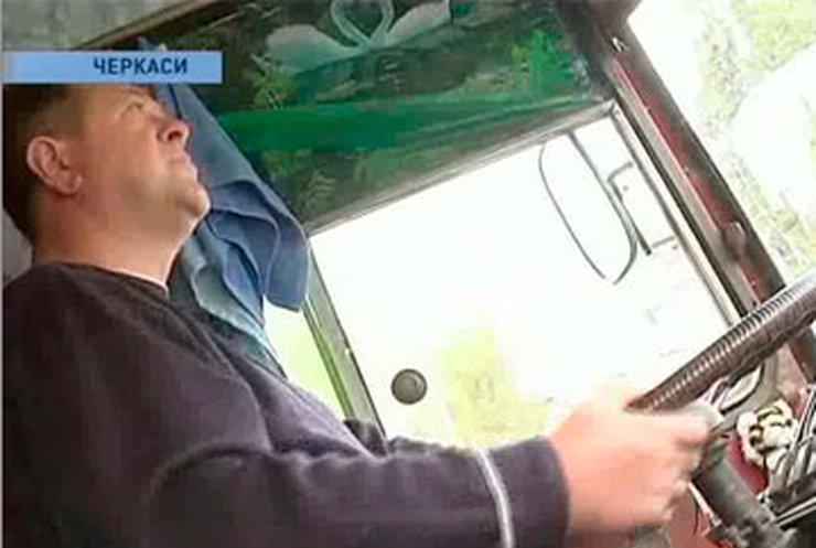 В Черкассах бастуют водители троллейбусов и льготники