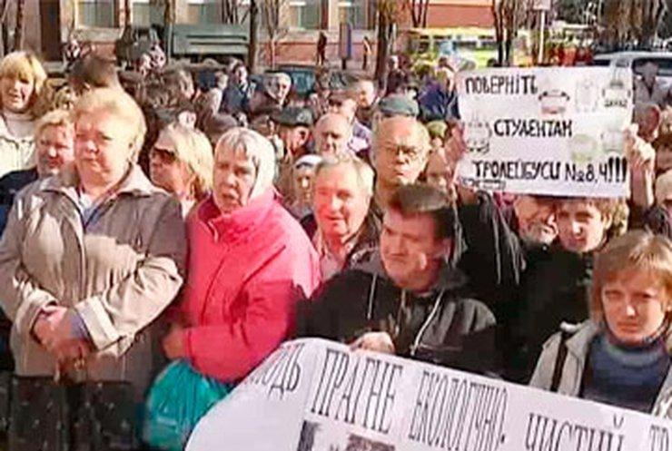 Черкасчане протестуют против сокращения количества троллейбусов