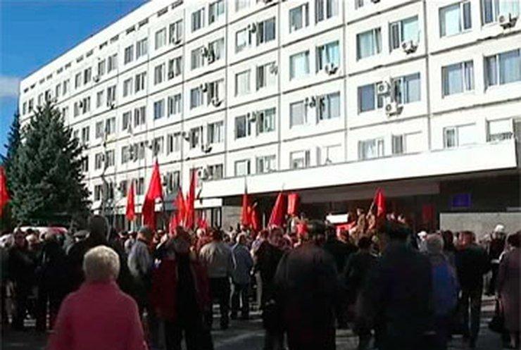 В Черкассах протестуют льготники и троллейбусники